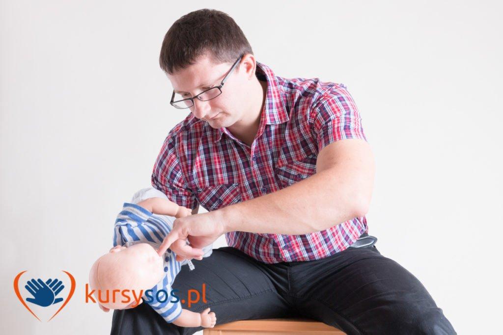 Wydobycie ciała obcego kiedy dziecko sie zadławi
