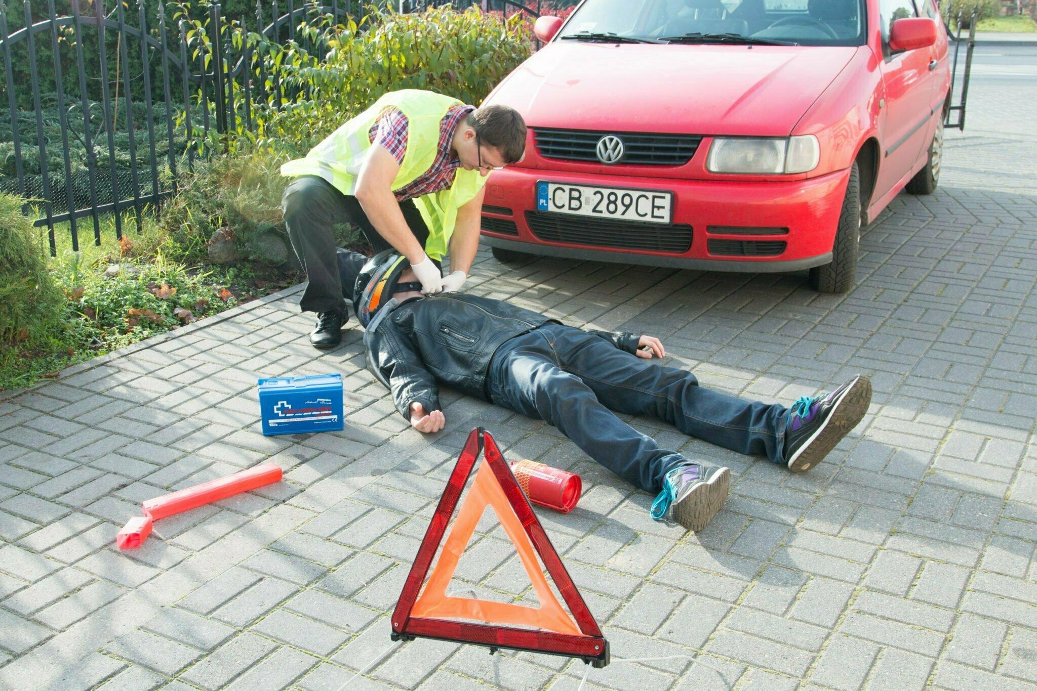 postepowanie podczas wypadku samochodowego